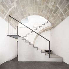 giuseppe gurrieri e valentina giampiccolo / casa dcs, ragusa Stair Steps, Stair Railing, Railings, Architecture Life, Interior Architecture, Amazing Architecture, Contemporary Architecture, Take The Stairs, Interior Stairs
