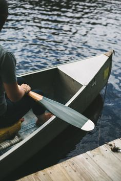With an elegantly traditional blade shape, this Artisan collection paddle is at its best both in and out of the water. Each Sanborn Canoe paddle is made by hand from western red cedar, aspen, and dark
