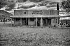 Project Darwin, um projeto fotográfico de Tim Wallace sobre uma cidade do Death Valley dos Estados Unidos abandonada. #photography #P&B