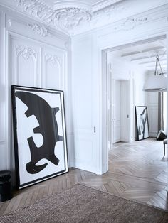 Molduras, blanco y dorado · Paris. Moldings, white and gold French Interior, Classic Interior, Home Interior Design, Interior Architecture, Interior And Exterior, French Apartment, Dream Apartment, Wall Molding, Moldings