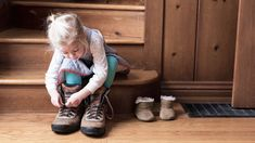 Expert Tips on Helping Your Child With Dysgraphia Young girl sitting on the hallway steps practicing tying shoesYoung girl sitting on the hallway steps practicing tying shoes Messy Handwriting, School Ot, Dyscalculia, Sensory Issues, Sensory Processing Disorder, Learning Styles, Crazy Kids, Tie Shoes, Learning Disabilities