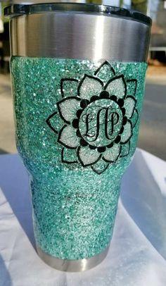 glitter tumbler diy Mod Podge Glitter, Glitter Spray Paint, Glitter Cups, Glitter Bomb, Glitter Fabric, Glitter Vinyl, Glitter Projects, Glitter Crafts, Diy Tumblers
