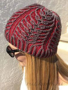 Вязаная шапка спицами «Биоришь»