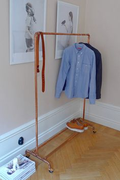 copper tubing garment rack - wouldn't this look great at the front door when you have a party. No coats on the bed. Nice