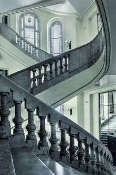 El fotógrafo Jesus Chamizo realizo una serie completa que rinde homenaje a las obras más bellas del arquitecto Antonio Palacios en Madrid.