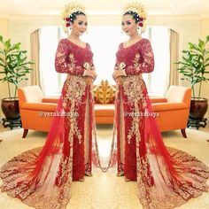 #wedding #weddingday #resepsi #pengantin #aceh 💄#makeup #makeupartist #irwanriady @irwanriady 📷🎥#photo #weddingphoto @lemotionphoto 👘👘#kebaya #weddingdress #songket #lace #swarovski #beads by #verakebaya ❤️❤️❤️ (di Sangri-La Hotel Convention Room)