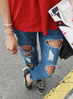 Today's Hot Pick :ホールダメージ加工デニムパンツ【iamyuri】 http://fashionstylep.com/SFSELFAA0003957/iamyuriijp/out 伸縮性のないコットン素材を使ったデニムパンツです。 大胆な穴あきダメージ加工がワイルドなアイテム!! 余裕のあるストレートデザインでボーイッシュな雰囲気に♪ ヴィンテージ感のあるカジュアルコーデにオススメの1着☆ ※ウォッシュ加工の特性上、色合いに差がでる事があります。