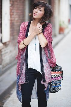 kimono over basics (perfect illustration on how to infuse boho style into the french 5pc. wardrobe) ;)