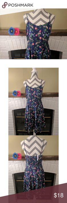 Fit & Flare Cami Dress NWT Fit & Flare Cami Dress in Navy Floral  - V-neckline, with adjustable spaghetti straps - Seamed waist, with smocked back - Zipper closure at left side - Soft, medium-weight rayon - 100% rayon - Machine wash  🚭 Smoke free home Old Navy Dresses Mini