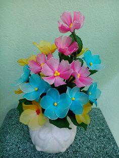 Diy And Crafts, Arts And Crafts, Nylon Flowers, Nylon Stockings, Flower Tutorial, Handmade Flowers, Plants, Silk Flower Arrangements, Silk Stockings