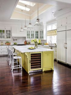 LOVE this kitchen. WOW! Great light, beautiful tile. But most of all the set up of this kitchen makes me want to click my heals 3 times and cook in that kitchen!!!