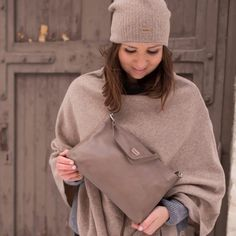Nahkalaukku ruskea Winter Hats, Accessories, Fashion, Moda, Fashion Styles, Fasion, Ornament