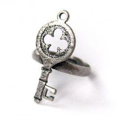 Adjustable Skeleton Key Ring in Silver With Four Leaf Clover Design