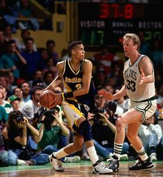Reggie Miller (Indiana Pacers) and Larry Bird Indiana Basketball, I Love Basketball, Basketball Pictures, Basketball Legends, Basketball Players, Best Nba Players, Reggie Miller, Basketball Highlights, Basketball