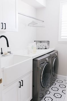 22 timeless black and white laundry room ideas 8 Laundry Room Remodel, Laundry Closet, Laundry Room Organization, Laundry Room Design, Laundry Room Floors, Laundry Drying, Organizing, Verona, White Laundry Rooms