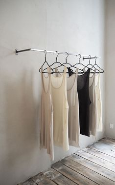 Ideas for fashion design studio interior clothing racks Modegeschäft Design, Store Design, Nordic Design, Closet Organisation, Apartment Interior, Retail Interior, Interior Design Studio, Visual Merchandising, Trendy Outfits