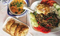 Αρωματικά και καυτερά πιάτα στο Rouan Thai Life Is Good, Beef, Ethnic Recipes, Food, Athens, Drink, City, Places, Meat