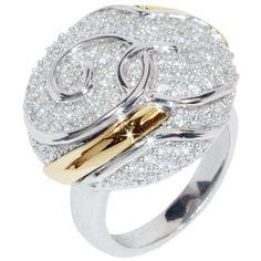 Anillo para Mujer en Plata ley 925 Rodinada, con dos laminas de oro 18k, y circones de color Blanco con Frontal Circular con diametro aprox: 21 mm