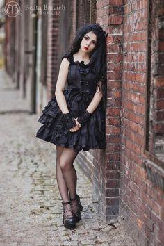 Model: Mamiko photo: Beata Banach Photography dress: http://www.lolitadressesonline.com/ shoes: Great Hot Stuff gloves: Dark Embrace Handmade Accessories fascinator: Veil.pl
