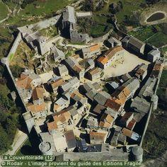 Vue aérienne de la cité templière de La Couvertoirade en Aveyron