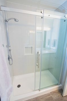 Bathrooms Shower Base, Glass Shower, Small Bathroom, Bathrooms, Homekeeping, Cottage Ideas, Bathroom Inspiration, Kitchen And Bath, Tile