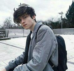 Brown Hair And Blue Eyes: Character Inspiration Beautiful Boys, Pretty Boys, Beautiful People, Skater Boys, Aesthetic Boy, Emo Boys, Tumblr Boys, Portraits, Grunge Hair