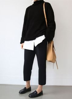 10 wardrobe items die niet trendgevoelig zijn october 23 2019 at 06 fashion inspo fashion clothes shoes luxury for women casual style dresses outfits summer outfits minimalist fashion fashion tips fashion ideas style 401031541820952110 Look Fashion, Korean Fashion, Trendy Fashion, Winter Fashion, Fashion Black, Monochrome Fashion, Minimal Fashion Style, Casual Chic Fashion, Feminine Fashion