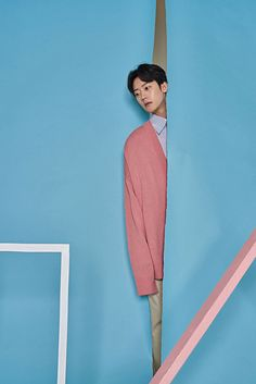 Redhomme unveiled its February 2017 lookbook, featuring Song JaeSeung photographed by SeongJin and styled by Yu JunGi.