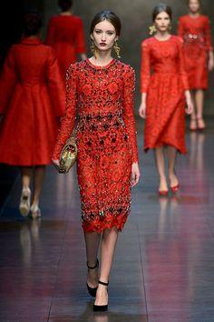 Dolce & Gabbana - Ready-to-Wear - Fall-winter 2013-2014  http://en.flip-zone.com/fashion/ready-to-wear/fashion-houses-42/dolce-gabbana-3603