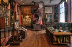 Le chaleureux atelier de Gustave Moreau et son superbe escalier en colimaçon.  14 rue de La Rochefoucauld 75009 Paris