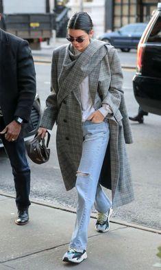 860003ec4dcb Avec un baggy et un manteau à carreaux Jeans And Sneakers Outfit