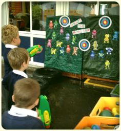 Water pistols to shoot words they can read. Especially good for making reading tricky words fun! Phonics Reading, Phonics Activities, Reading Activities, Language Activities, Year 1 Classroom, Early Years Classroom, Eyfs Outdoor Area, Outdoor Play, Outdoor Games