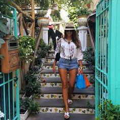«Έτσι διατηρούμαι στα 59 κιλά…» | You & Me by Stamatina Tsimtsili Denim Skirt, Celebrity Style, Celebs, Diet, Skirts, Greek, Fashion, Celebrities, Moda