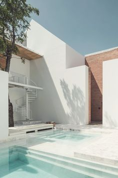 This Curved Brick Facade Delightful - Sala Ayutthaya Boutique Hotel Design in Thailand by Onion Architects Architecture Durable, Interior Architecture, Contemporary Architecture, Contemporary Houses, Pavilion Architecture, Sustainable Architecture, Residential Architecture, Design Exterior, Brick Facade