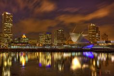 milwaukee getting trippppy Milwaukee Lakefront, Milwaukee Skyline, Wonderful Places, Great Places, Places Ive Been, Lake Michigan, Wisconsin, Visit Milwaukee, Best Cities