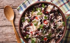 """This classic Jamaican rice and peas recipe includes rice, kidney beans (which are also referred to as """"peas"""") and tons of spices for a hearty, healthy Jamaican Rice, Jamaican Dishes, Pea Recipes, Dinner Recipes, Healthy Recipes, Budget Recipes, Pasta Integral, Good Carbs, Vegetarian"""