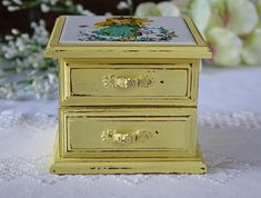 Vintage jewelry box - Upcycled jewelry box - Shabby Chic jewelry box - Cottage style jewelry box