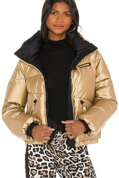 Founded in Amsterdam in 2009 by renowned sportswear designer Lieke van den Berg, and entrepreneurial retailer Sandra Peet, Goldbergh celebrates confidence and independence. With its focus on luxury, fun, and the perfect fitting skiwear #designskiwear #pinterestaddict #revolve #skifashion #goldberghskiwear #skiwear #winterjacket Gold Balloons, Ski Fashion, Waterproof Fabric, Winter Wardrobe, Signature Style, Catwalk, Sportswear, Bomber Jacket, Winter Jackets