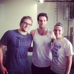 Henry Cavill - Henry Cavill poses for fan photos in the local gym in Detroit
