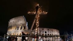 La Via Crucis di Papa Francesco a Roma: diretta streaming