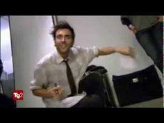 Marco Mengoni:un Re Matto diventato Re del Pop - YouTube - Tg2 Costume & Società del 1/08/2013
