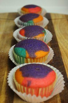 A Bountiful Love: Rainbow Cupcakes
