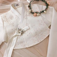Korean Traditional Dress, Traditional Fashion, Traditional Dresses, Hanbok Wedding, Korea Dress, Modern Hanbok, Modern Kimono, Medieval Dress, Dress Sewing Patterns