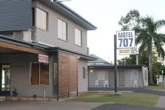 Motel 707 Emerald Just a 2-minute walk from Emerald town centre, Motel 707 offers free WiFi and air-conditioned guest rooms featuring a fridge and a flat-screen TV with cable channels. A cooked breakfast including toast, eggs and bacon is provided daily.