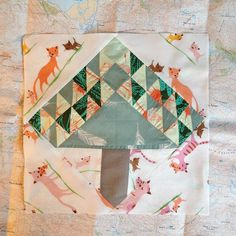 Tree quilt block | I wanted to make a simple mini from my lightweigh #lawnquilt leftovers to try quilting options for said quilt.... And ended up with this 1inch triangle tree, which even seems like growing into a #medallionquilt ....! Another fabric take over, I guess ... #heatherross #annamariahorner #cloud9 #medaillionquilt #modern #quilt