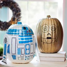 painted pumpkins These Star Wars pumpkins are so fun to make. Celebrate fall and Halloween with your own version of and These ARE the droids you're looking for! Star Wars Halloween, Holidays Halloween, Spirit Halloween, Halloween Pumpkins, Halloween Crafts, Halloween Ideas, Halloween Decorations, Halloween Party, Fall Decorations