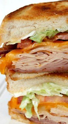 Copycat Applebee's Clubhouse Grille Sandwich Copycat Applebees Clubhouse Grill Sandwich Mehr Grill Sandwich, Best Sandwich, Soup And Sandwich, Club Sandwich Recipes, Chicken Sandwich, Panini Recipes, Sandwich Spread, Grilled Cheese Recipes, Grilled Chicken