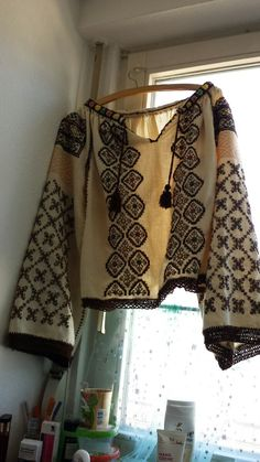 Creative Embroidery, Folk Embroidery, Learn Embroidery, Embroidery Patterns Free, Embroidery For Beginners, Embroidery Techniques, Embroidery Designs, Capsule Outfits, Embroidered Clothes