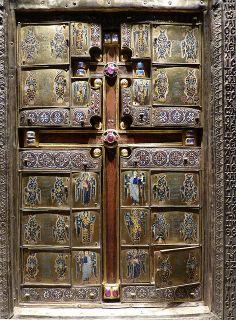 "Front or Showside ""Reliquary of the True Cross"" or Staurothek Constantinople Byzantine, c. 960 CE gold, gems, cloisonné enamel polychrome h: 48 cm from Limburg a.d. Lahn; Diözesanmuseum or Dom-Museum, Domschatz"