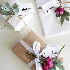floral and leaf gift wrapping ideas Wrapping Gift, Gift Wraping, Creative Gift Wrapping, Christmas Gift Wrapping, Creative Gifts, Christmas Gifts, Bridal Gift Wrapping Ideas, Birthday Wrapping Ideas, Elegant Gift Wrapping